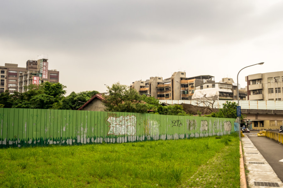 An overview of an abandoned block in Songshan