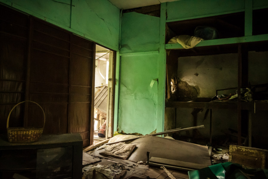 A dark home filled with debris in Songshan