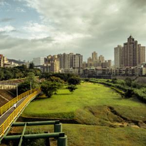 Looking south along a bend in Jingmei River