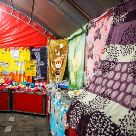 A wide selection of warm blankets in Wenshan