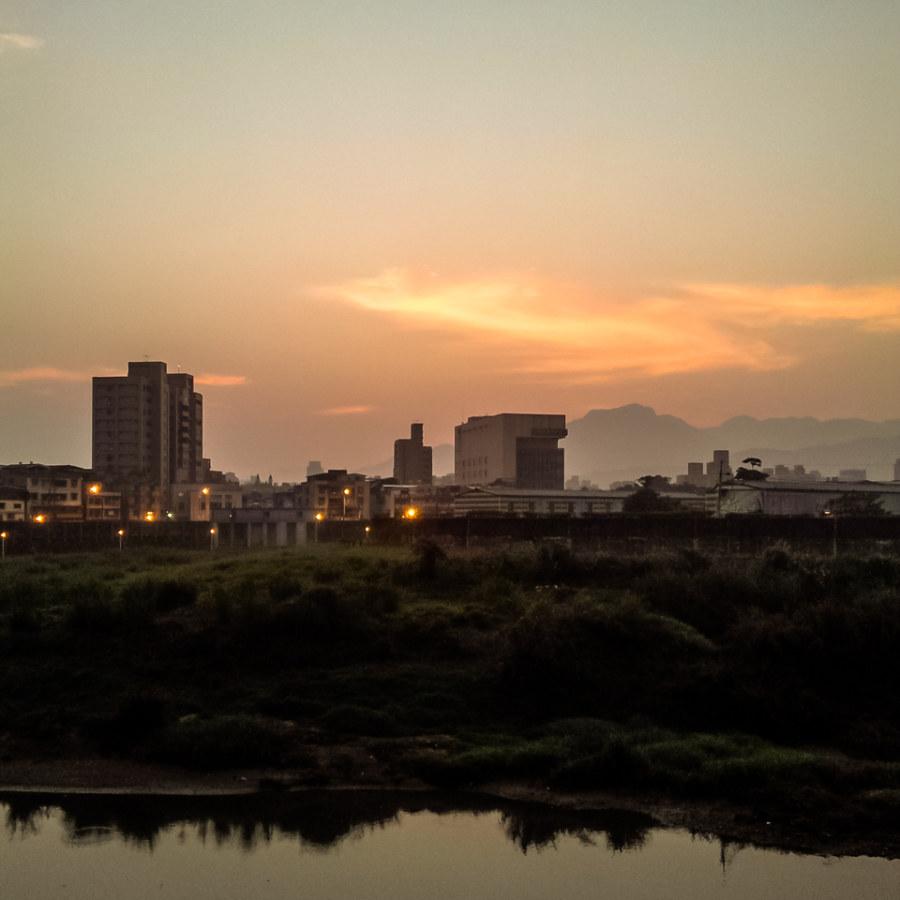Dawn over Jingmei River