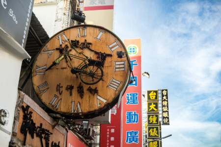 It's bicycle o'clock