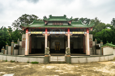 A massive family shrine in Fugang Village