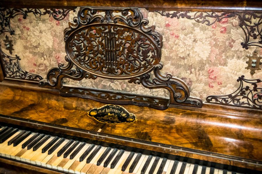 An old piano at Fanjiang Ancestral Hall 范姜祖堂