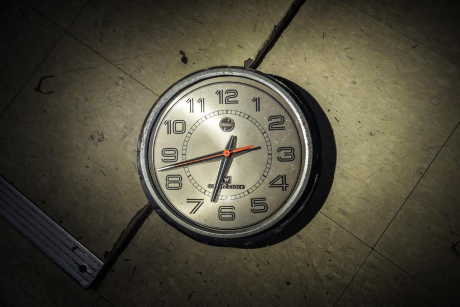 Vintage clock at Dadong Theater