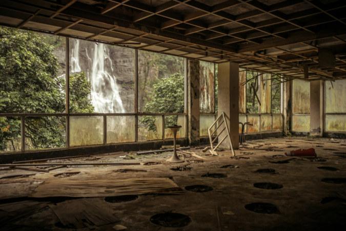 An abandoned hotel at Wulai Falls