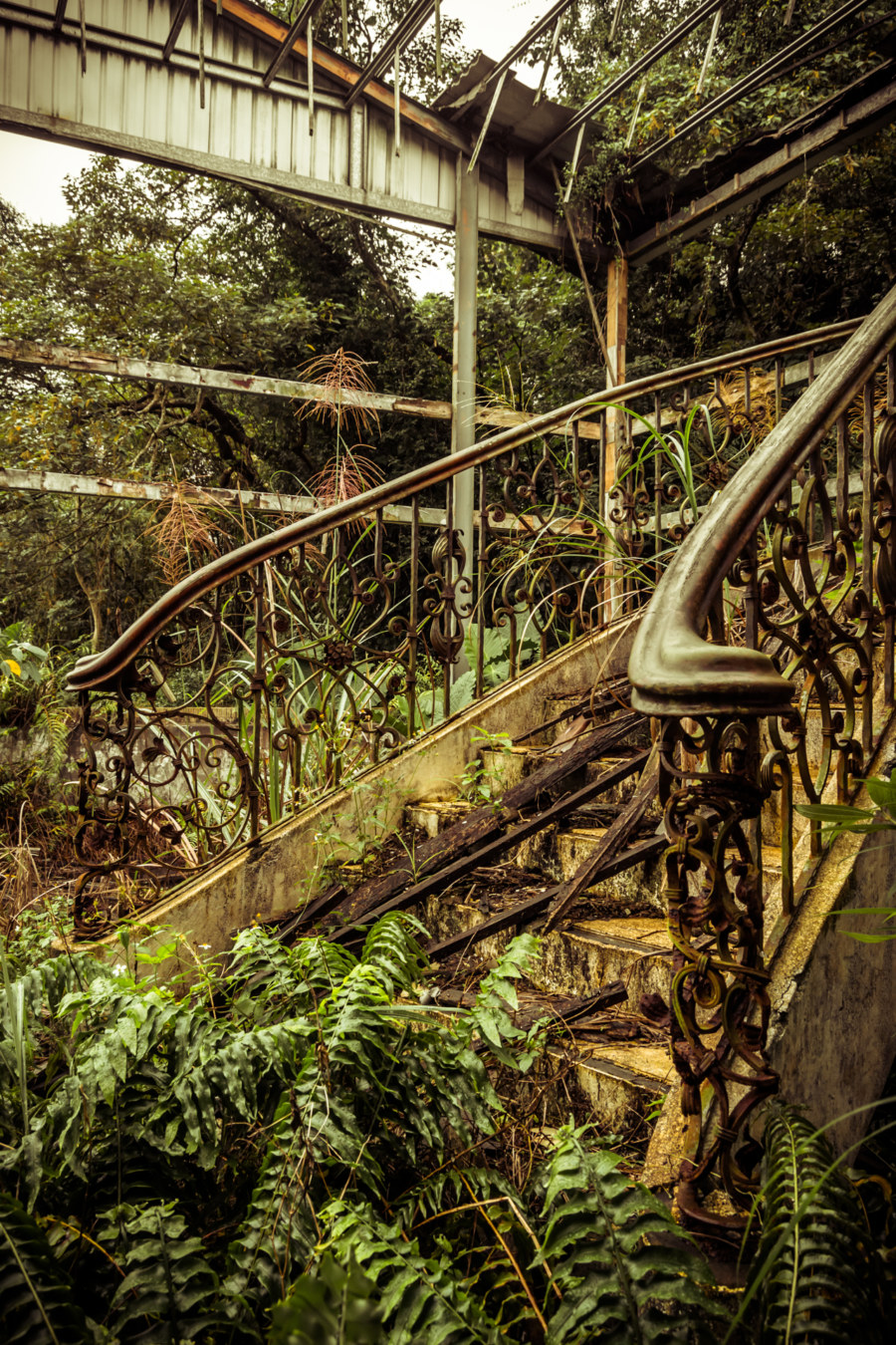 A closer look at the gorgeous old stairway at the top of the Yongye road hotel