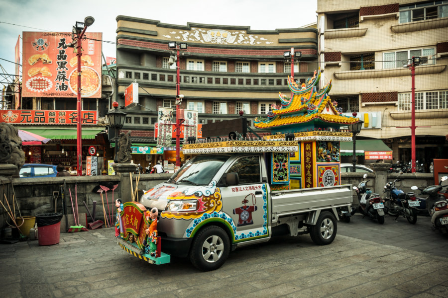 Temple truck in front of Chaotian temple 朝天宮