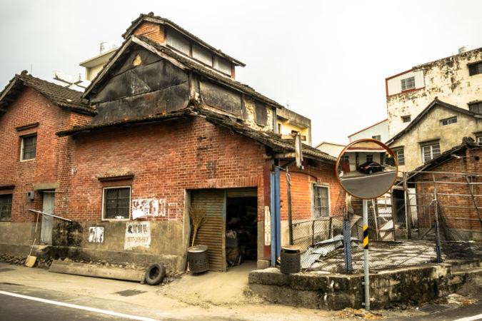An Oblique View of the Jiuqiong Tobacco Barn