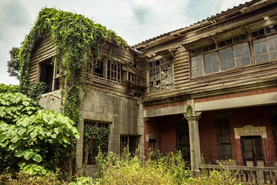 A Derelict Mansion in Back Alley Xiluo