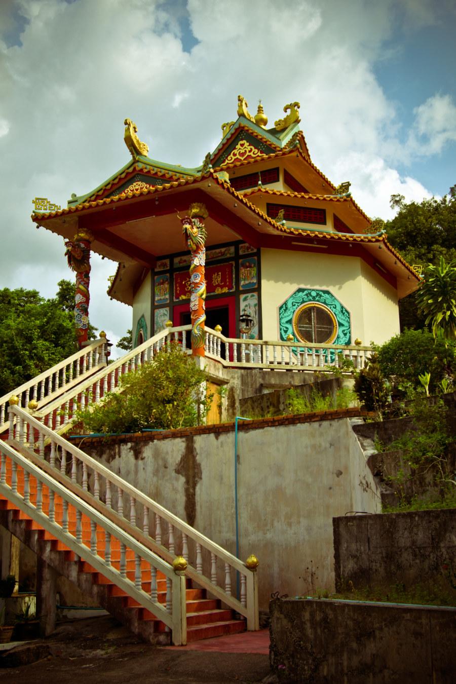 Chinese temple above Ao Chaloklum
