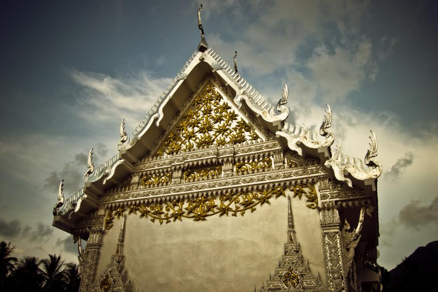 Wat Chaloklum's silver adornments