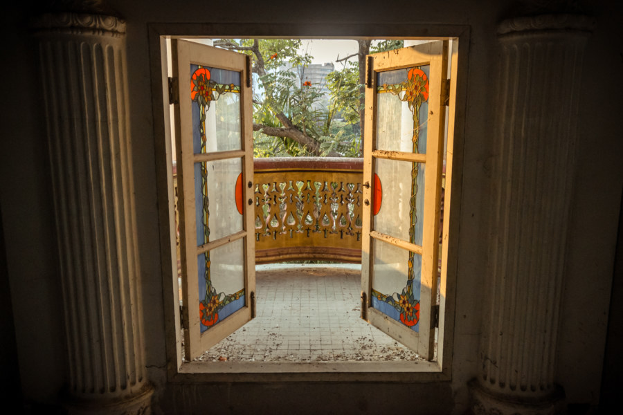 Gateway to the second floor balcony