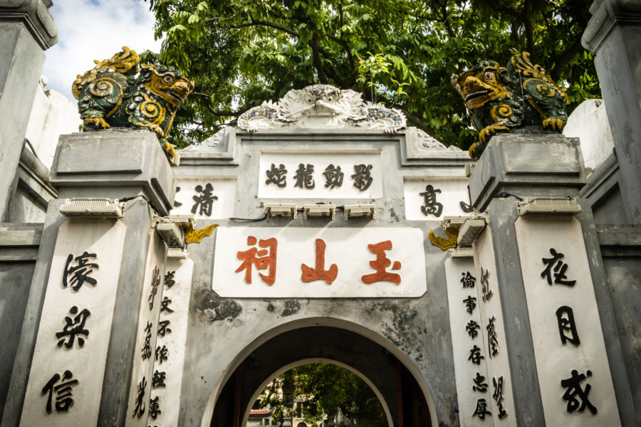 Gateway to the Jade Mountain Temple on Hoan Kiếm Lake